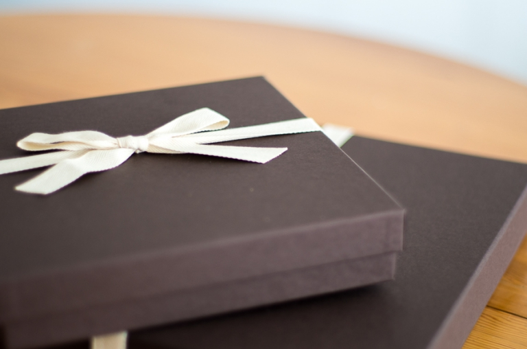 Blue Photoraphy's products: luxurious boxes to protect your precious memories